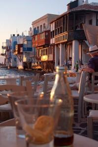 La Pequeña Venecia de Mikonos. Junto al Meditérraneo, con el sol cayendo, relax, relax. Foto de gilbmart9.